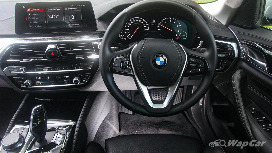 2019 BMW 5 Series 520i Luxury Interior 003