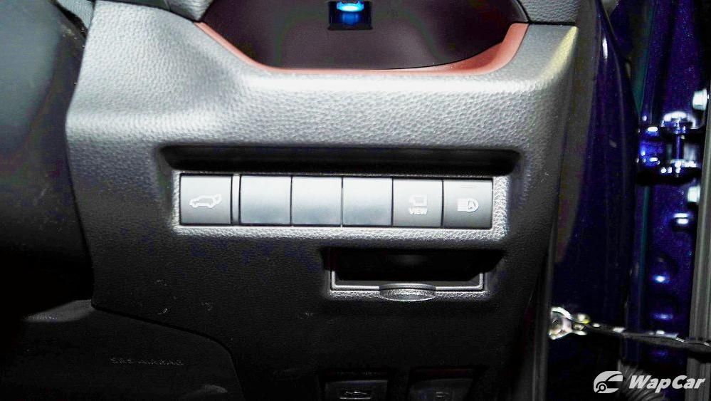 2020 Toyota RAV4 2.5L Interior 066