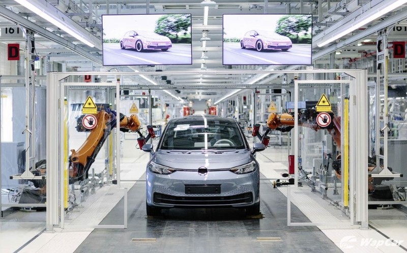 VW and Bentley say COVID-19 will boost electric cars, VW to invest €33B 02