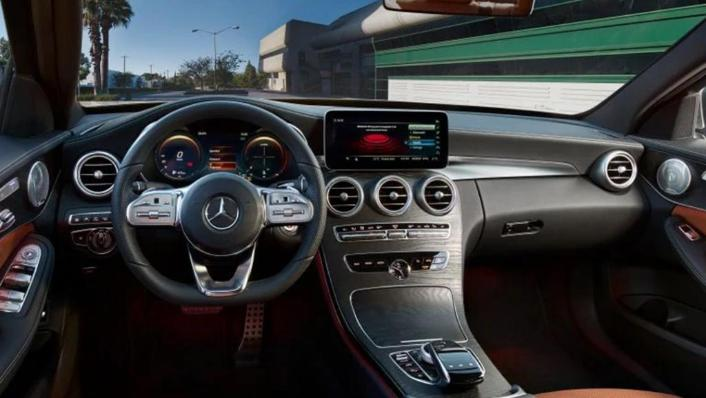 Mercedes-Benz C-Class Saloon (2018) Interior 001
