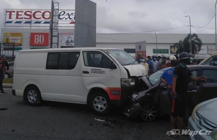 Toyota Hiace vaults over curb into head-on collision with Perodua Bezza killing 3 02