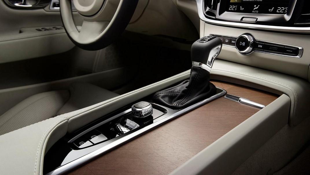 2020 Volvo S90 Interior 005