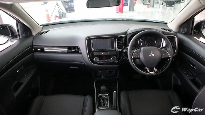 2018 Mitsubishi Outlander 2.0 CVT (CKD) Interior 002