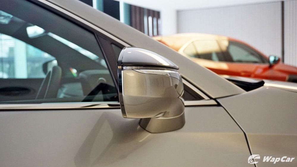 2020 Lexus UX 200 Luxury Exterior 020