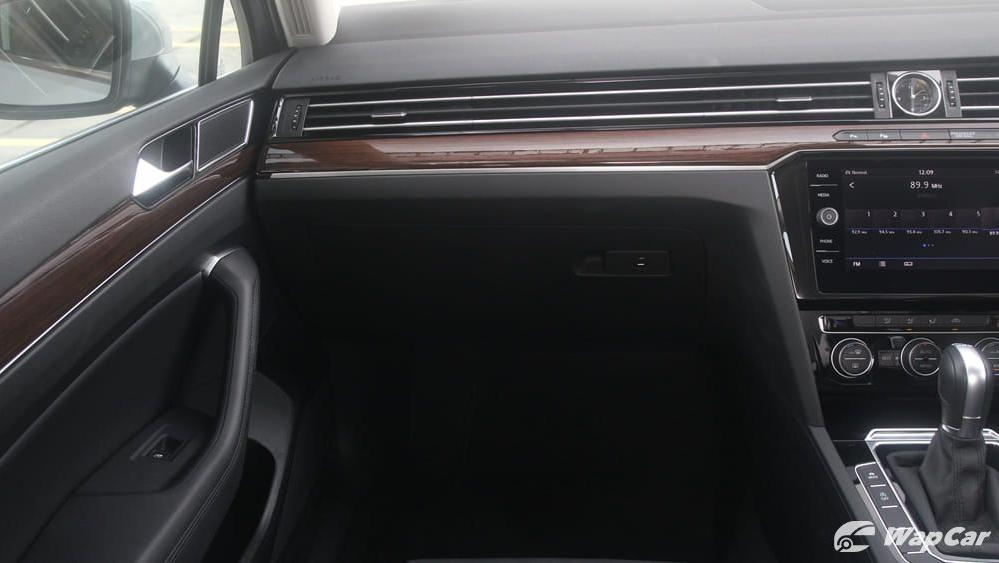2018 Volkswagen Passat 2.0 TSI Highline Interior 004