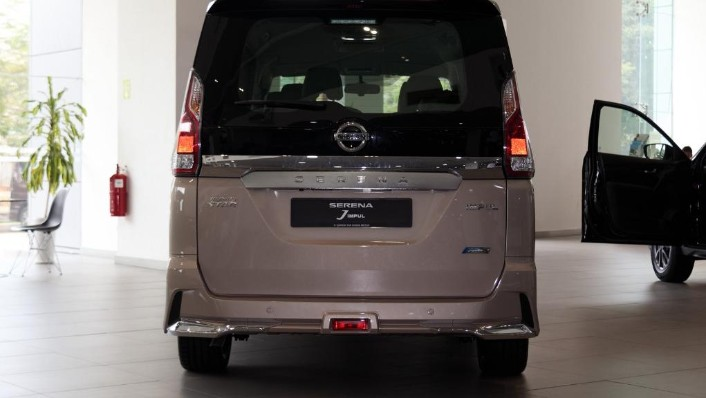 2018 Nissan Serena S-Hybrid Highway Star 2.0 Exterior 002