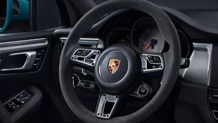 Porsche Macan (2019) Interior 002