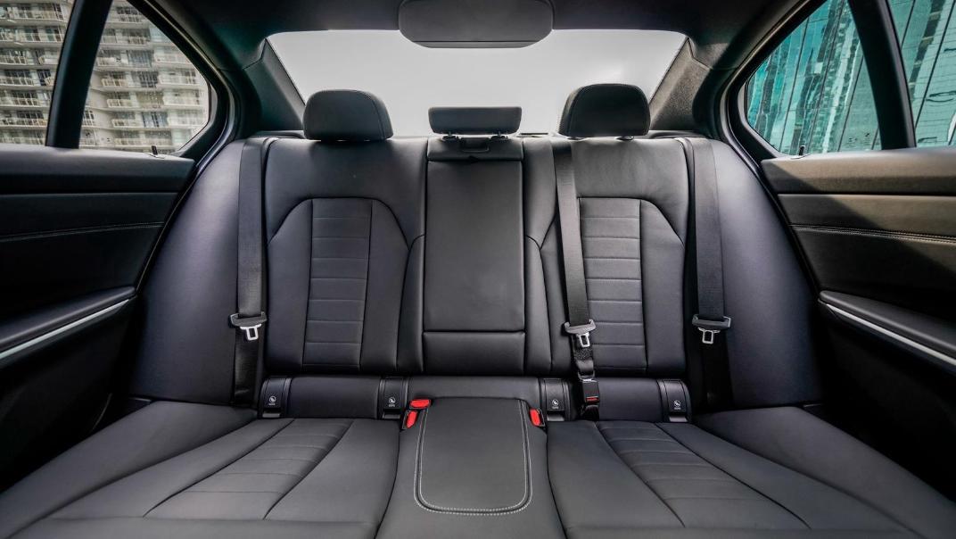 2020 BMW 3 Series 330e Interior 015
