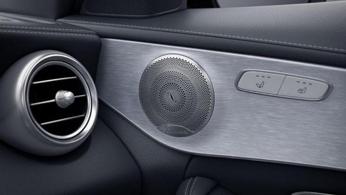 Mercedes-Benz C-Class Saloon (2018) Interior 008