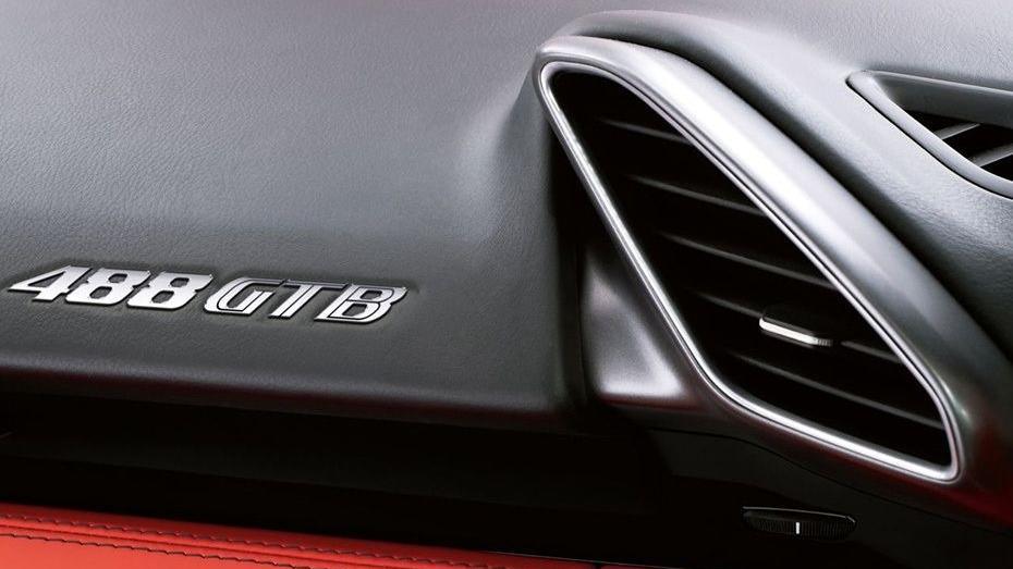 Ferrari 488 (2015) Interior 014