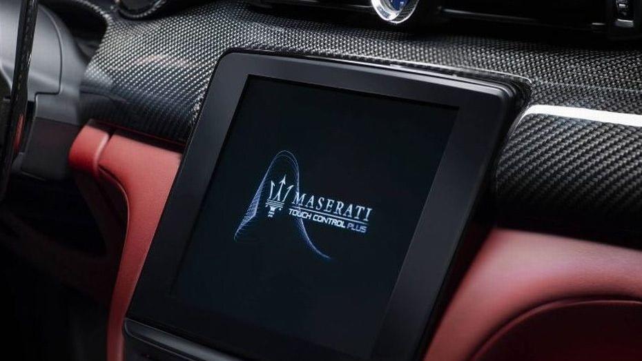 Maserati Quattroporte (2018) Interior 002