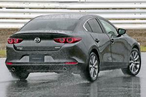 Mazda CX-30 vs Mazda 3 – Should you trade higher seating position for better handling?