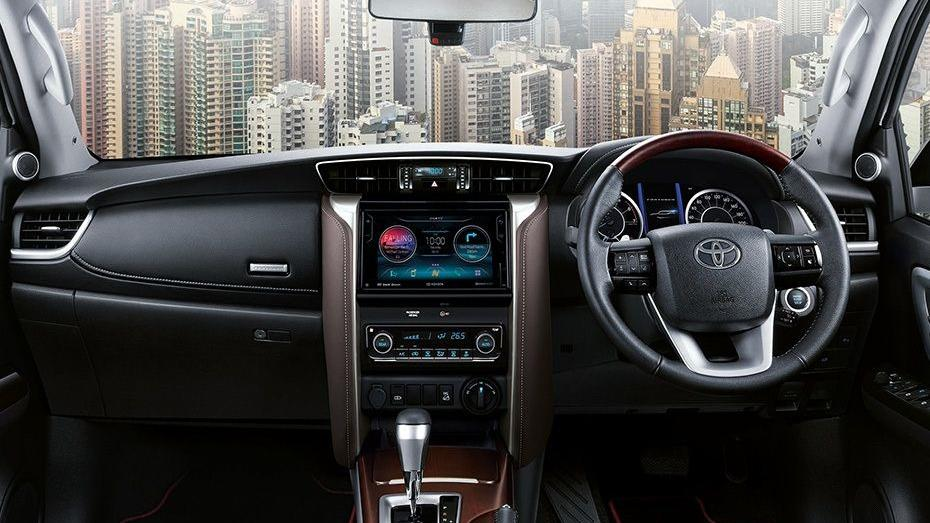 Toyota Fortuner (2018) Interior 001