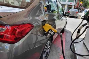 PM: Govt subsidizing almost 30 sen per litre of RON95 and diesel