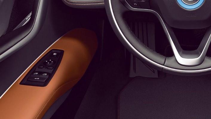 BMW i8 Coupe (2019) Interior 003
