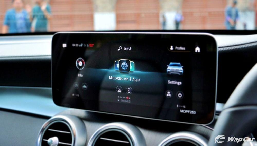 Mercedes me app on car