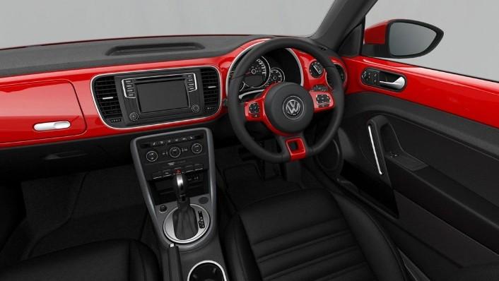 Volkswagen Beetle (2018) Interior 001