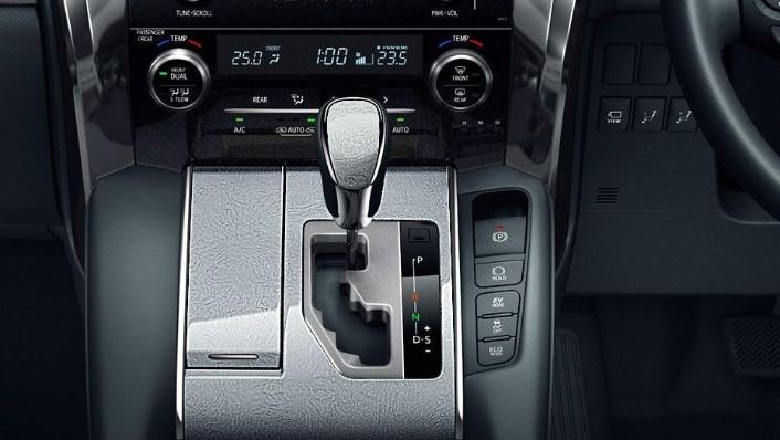 Toyota Alphard (2018) Interior 005