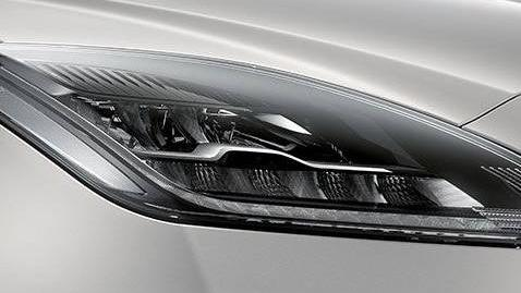 Jaguar E-Pace (2017) Exterior 008