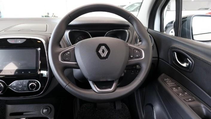 2017 Renault Captur TCe 120 EDC (CKD) Interior 004