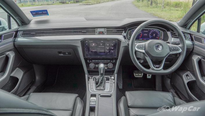 2020 Volkswagen Passat 2.0TSI R-Line Interior 001