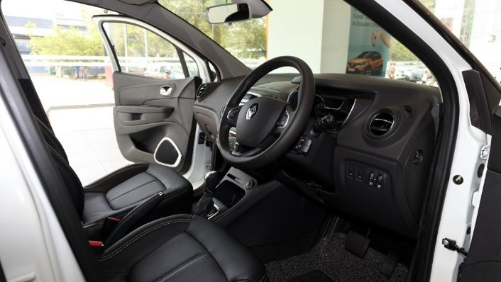 2017 Renault Captur TCe 120 EDC (CKD) Interior 001