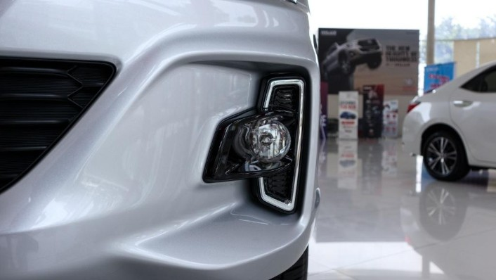 2018 Toyota Hilux Double Cab 2.4 L-Edition AT 4x4 Exterior 010
