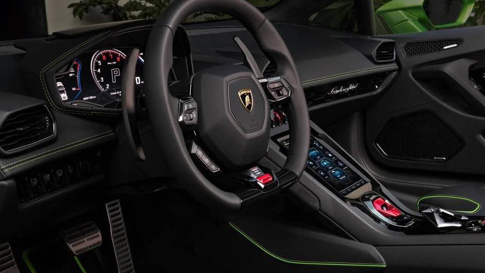 Lamborghini Huracán (2019) Interior 010