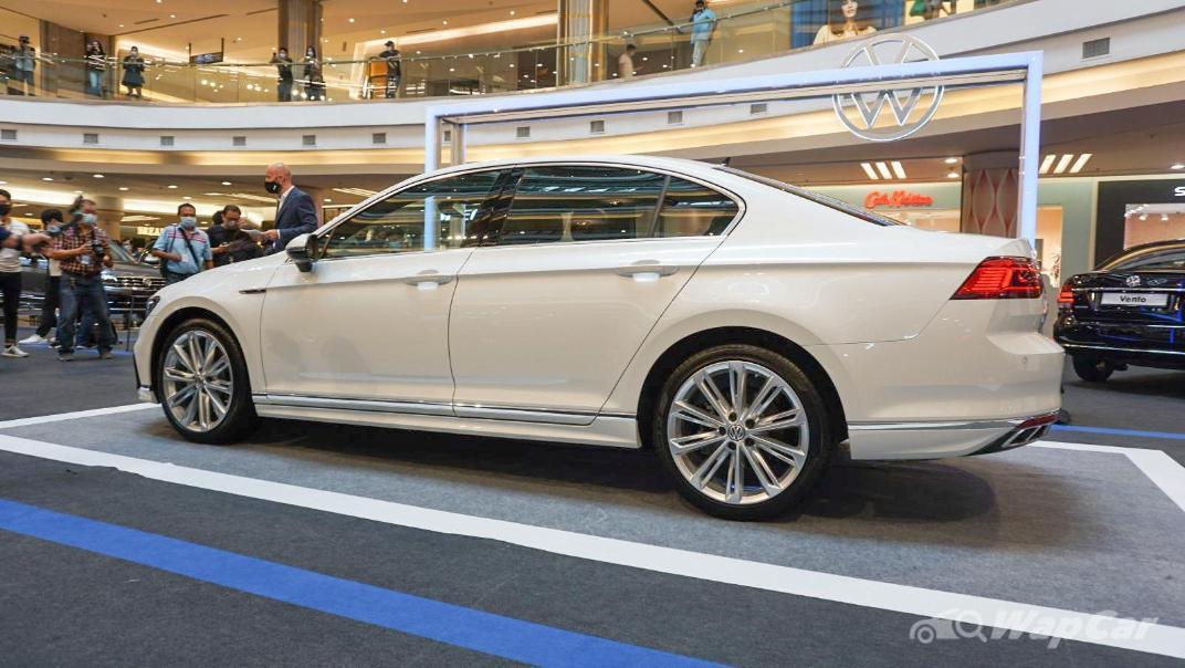 2020 Volkswagen Passat 2.0TSI R-Line Exterior 017