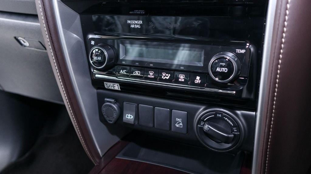 2018 Toyota Fortuner 2.7 SRZ AT 4x4 Interior 018