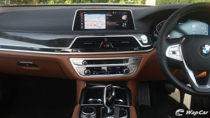2019 BMW 7 Series 740Le xDrive Interior 009