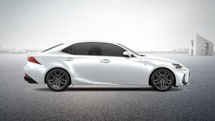 Lexus IS (2018) Exterior 004