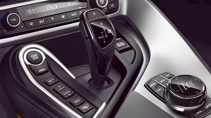 BMW i8 Coupe (2019) Interior 004