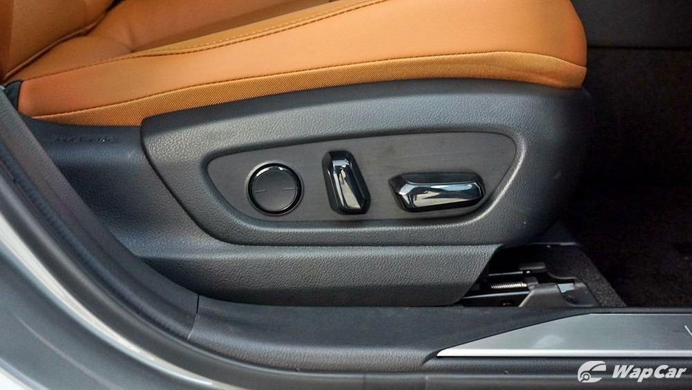 2020 Lexus UX 200 Luxury Interior 042