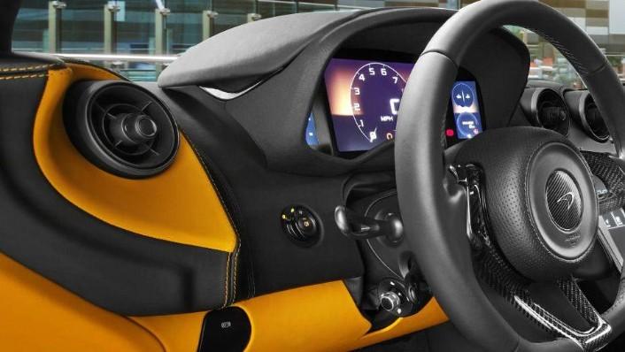 McLaren 570S (2019) Interior 004