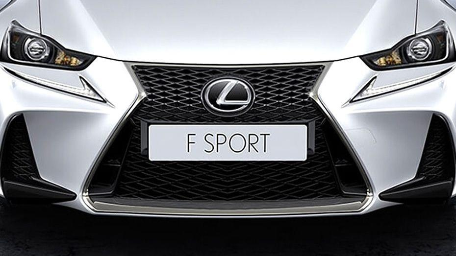 Lexus IS (2018) Exterior 011