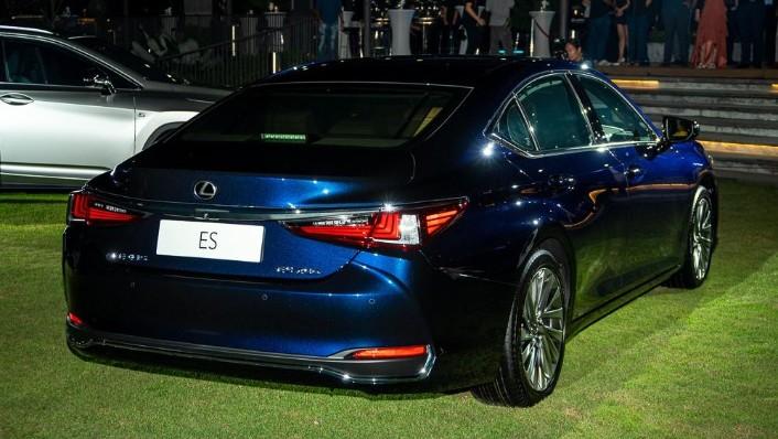 2019 Lexus ES 250 Luxury Exterior 006