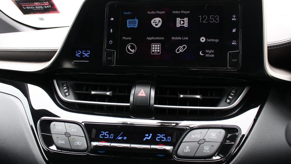 2019 Toyota C-HR 1.8 Interior 010