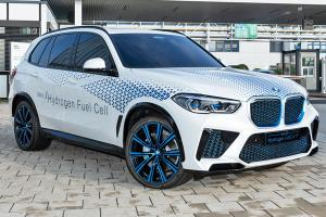 This BMW X5 FCEV is built using Toyota's tech