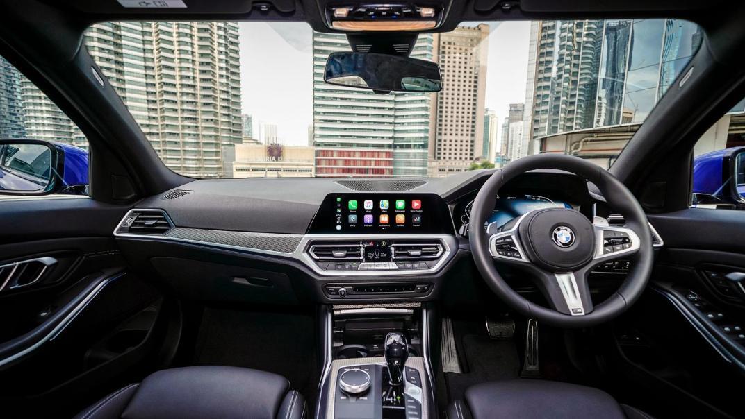 2020 BMW 3 Series 330e Interior 001
