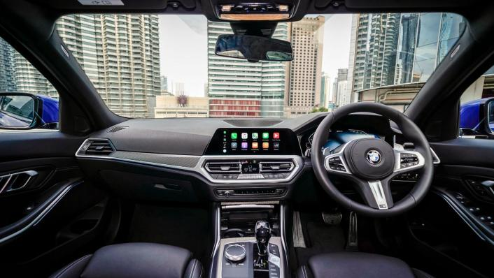 2020 BMW 3 Series 330e Interior 001