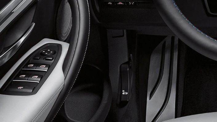 BMW M4 Coupe (2019) Interior 008