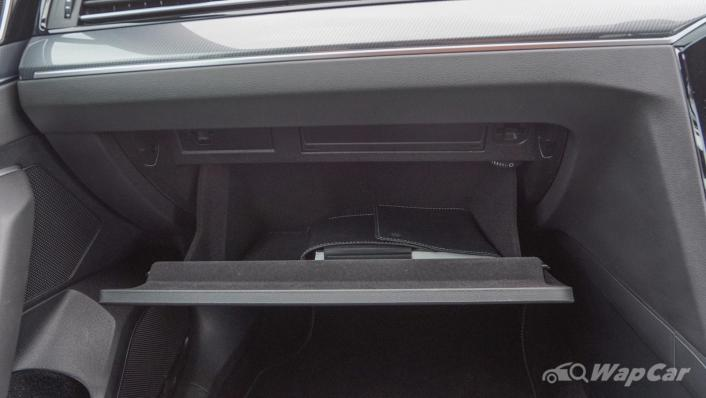2020 Volkswagen Passat 2.0TSI R-Line Interior 009