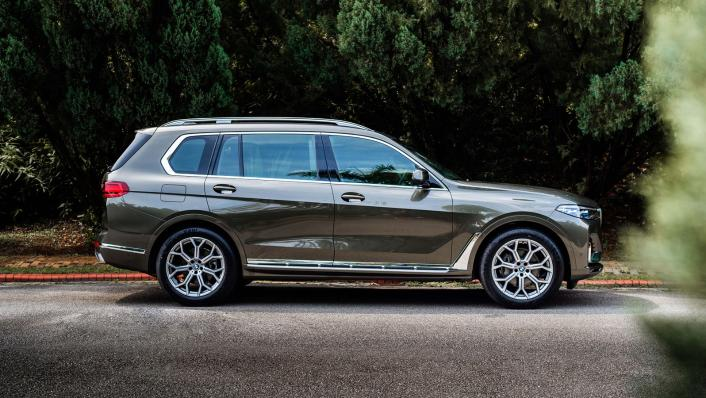 2021 BMW X7 xDrive40i Pure Excellence Exterior 003