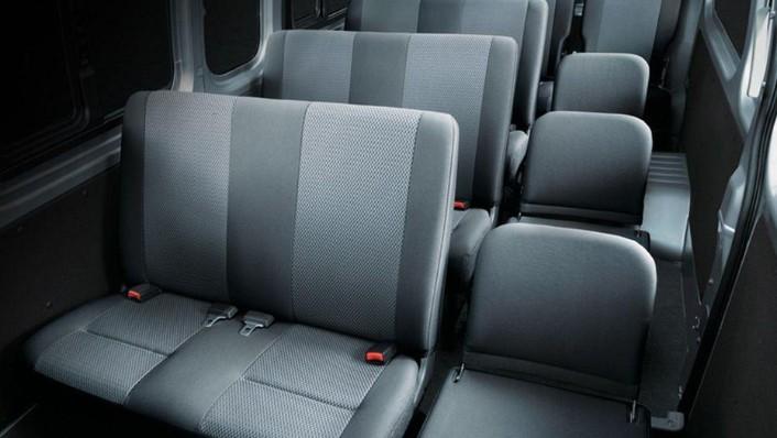 Nissan NV350 Urvan (2018) Interior 005