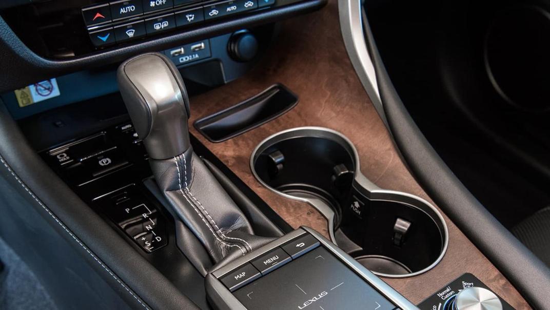 Lexus RX (2019) Interior 010