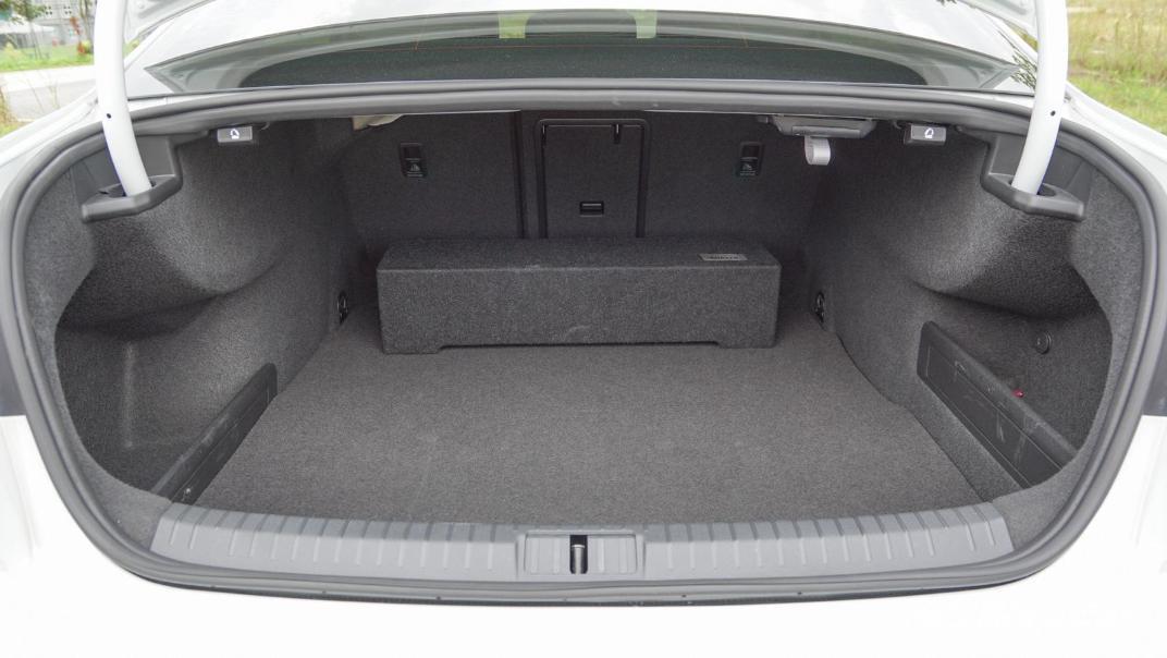 2020 Volkswagen Passat 2.0TSI R-Line Interior 025