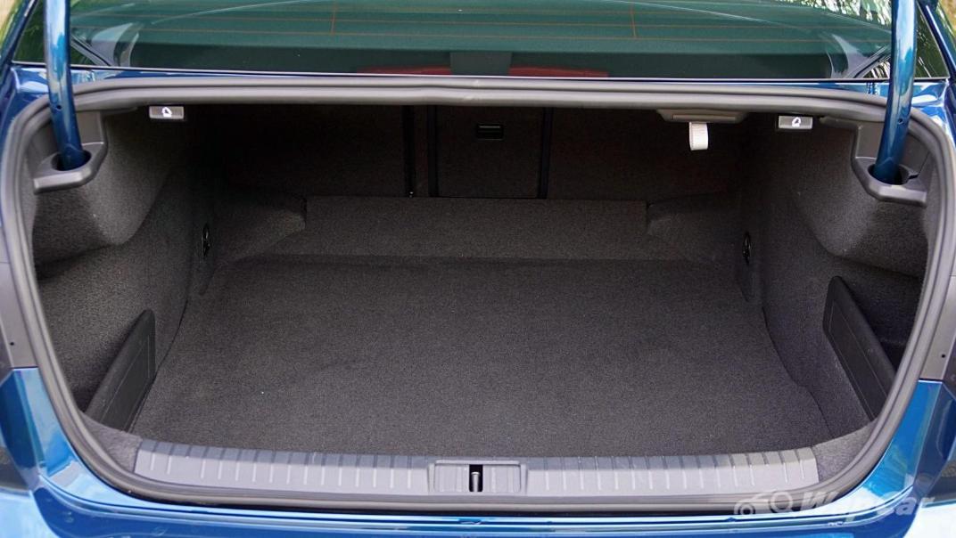 2020 Volkswagen Passat 2.0TSI Elegance Interior 082