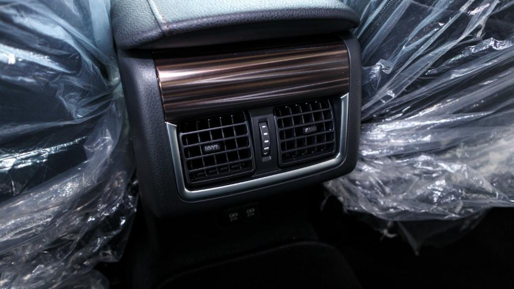 2019 Toyota Camry 2.5V Interior 029