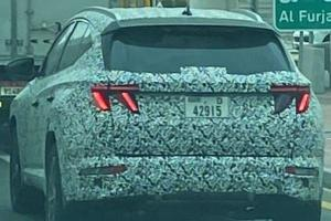 Spied: 2021 Hyundai Tucson's logo will be on the rear windscreen?